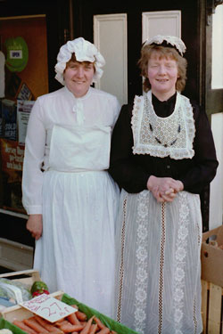 Centenary of building of Union Road Bridge when many townspeople dressed in Victorian costumes.